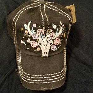 cap w/skull and flowers